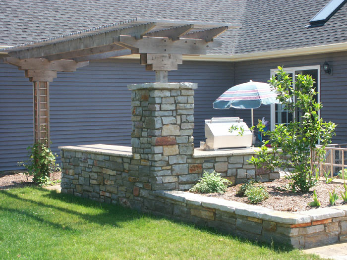 Built-in grill and planter and arbor